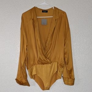 Nwt mustard Zara bodysuit, deep v, button cuff (q)